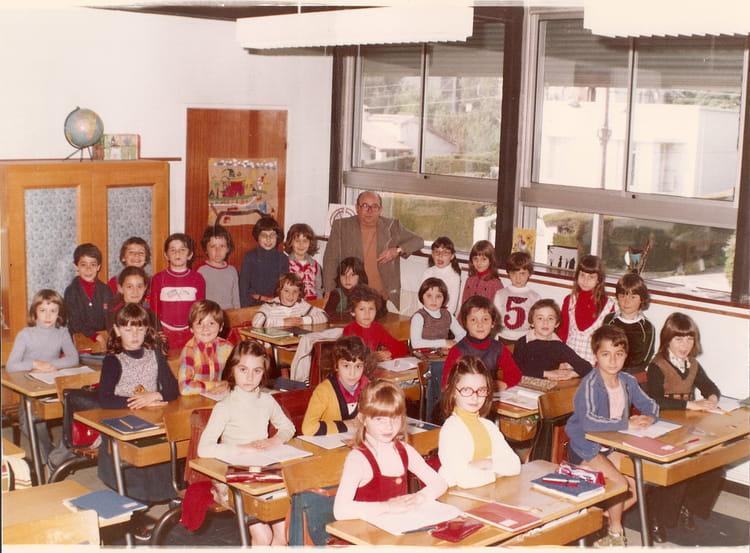 photo de classe ce1 ponteil de 1976 ecole le ponteil copains d 39 avant. Black Bedroom Furniture Sets. Home Design Ideas