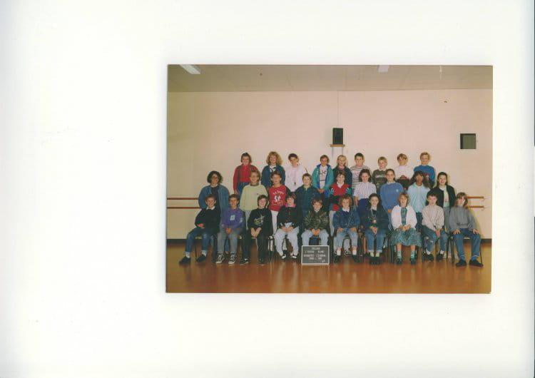 photo de classe 6e4 de 1990 coll ge l 39 oiseau blanc copains d 39 avant. Black Bedroom Furniture Sets. Home Design Ideas