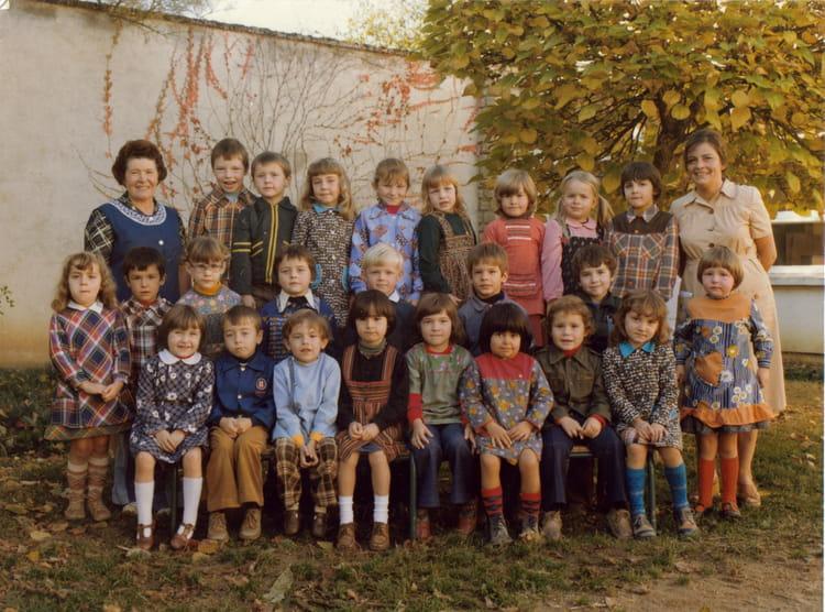 photo de classe maternelle de 1976 ecole jean guillebaud neuvy saint sepulchre copains d 39 avant. Black Bedroom Furniture Sets. Home Design Ideas