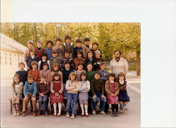 Photo de classe cm2 mr gaurier de 1980 ecole alphonse for Garage morigny champigny