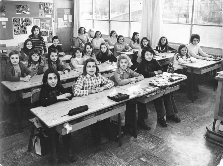 photo de classe cm2 de 1974 ecole burdeau rive de gier copains d 39 avant. Black Bedroom Furniture Sets. Home Design Ideas