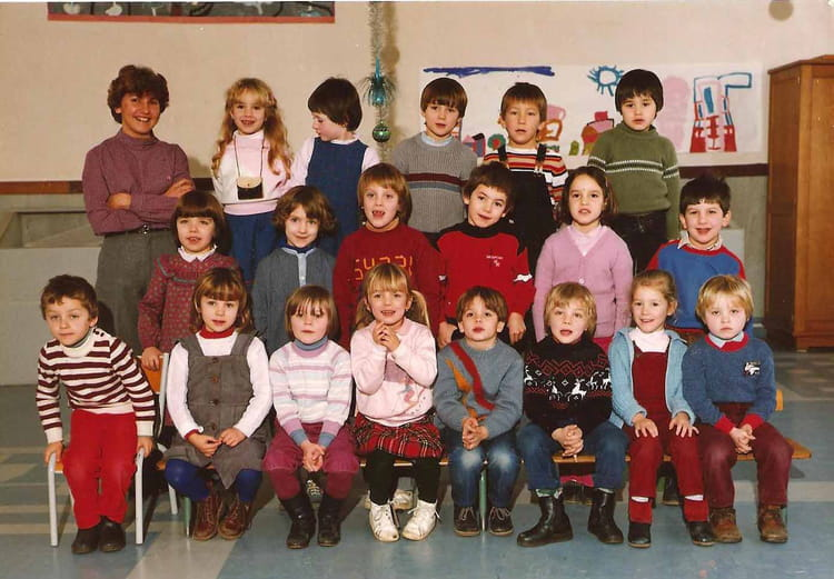 photo de classe maternelle de 1984 ecole primaire besse sur braye copains d 39 avant. Black Bedroom Furniture Sets. Home Design Ideas