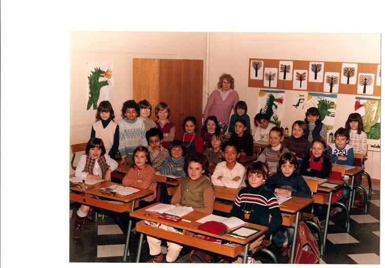 photo de classe ce2 de 1981 ecole jacques solomon copains d 39 avant. Black Bedroom Furniture Sets. Home Design Ideas