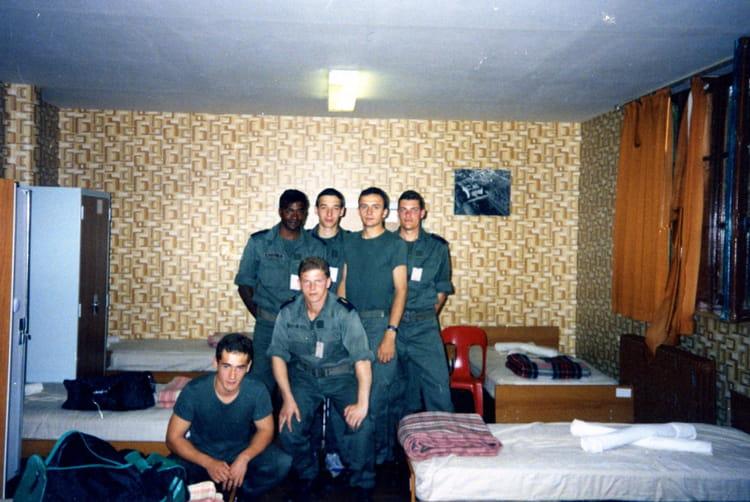 photo de classe ba toul classe juillet aout 1992 de 1992 ba 136 toul rosieres copains d 39 avant. Black Bedroom Furniture Sets. Home Design Ideas