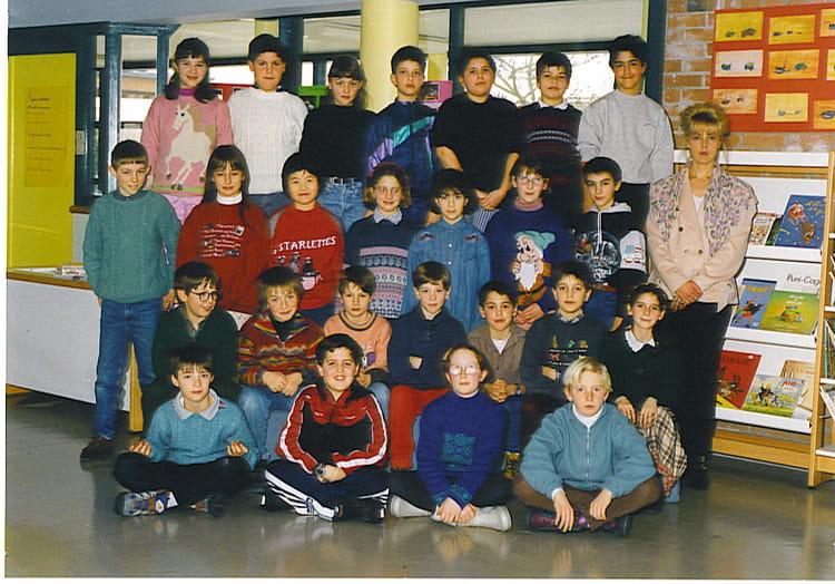 photo de classe cm1 de 1995 ecole les violennes bussy saint georges copains d 39 avant. Black Bedroom Furniture Sets. Home Design Ideas