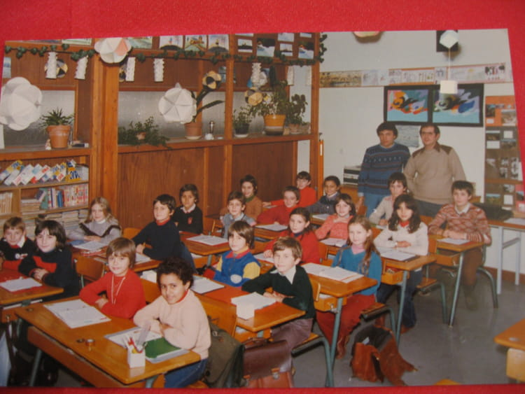 photo de classe cm1 de 1982 ecole le stade onet le chateau copains d 39 avant. Black Bedroom Furniture Sets. Home Design Ideas