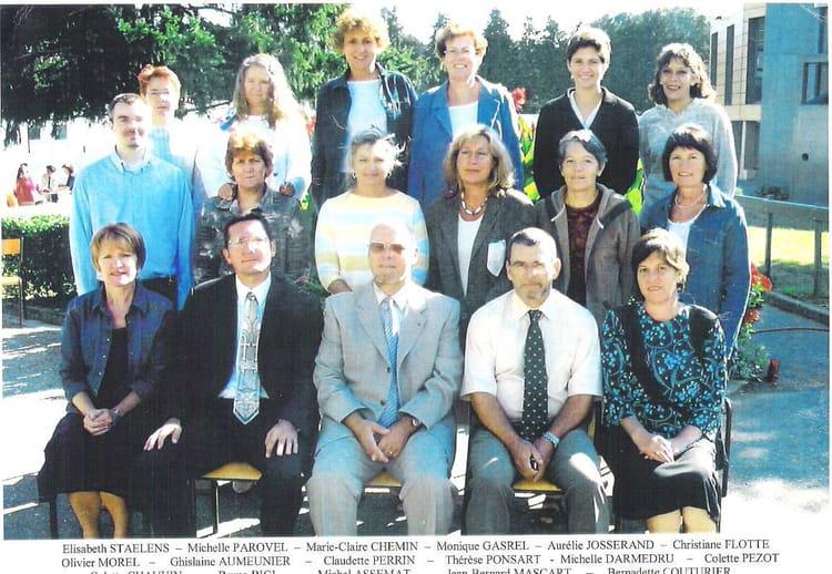 photo de classe l 233 quipe administrative de 2003 lyc 233 e edgar quinet bourg en bresse copains d