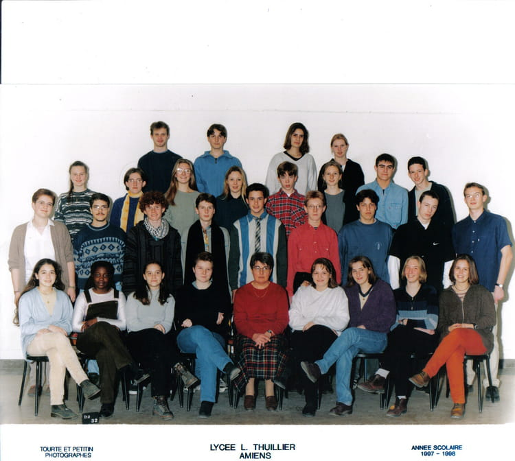 photo de classe 1 re s de 1997 lyc e louis thuillier copains d 39 avant. Black Bedroom Furniture Sets. Home Design Ideas