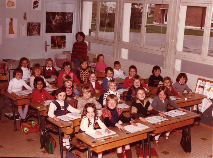 photo de classe img 0005 de 1976 ecole paul langevin saint pol sur mer copains d 39 avant. Black Bedroom Furniture Sets. Home Design Ideas
