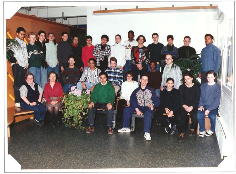 photo de classe 2nd bep electrotechnique de 1995 les c te de villebon copains d 39 avant. Black Bedroom Furniture Sets. Home Design Ideas