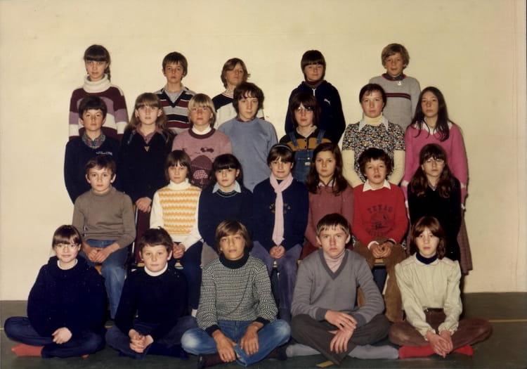 photo de classe 6e3 1980 1981 de 1981 coll ge l 39 oiseau blanc copains d 39 avant. Black Bedroom Furniture Sets. Home Design Ideas