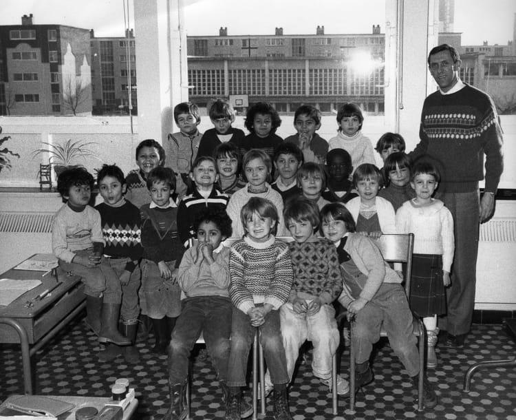 photo de classe cp de 1985 ecole voltaire grands arras copains d 39 avant. Black Bedroom Furniture Sets. Home Design Ideas