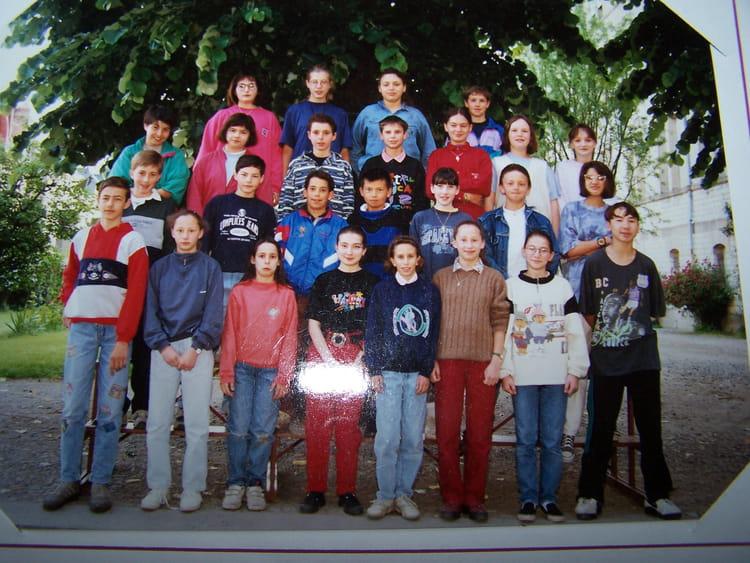 Photo De Classe 6eme 3 De 1993 College Anne De Beaujeu