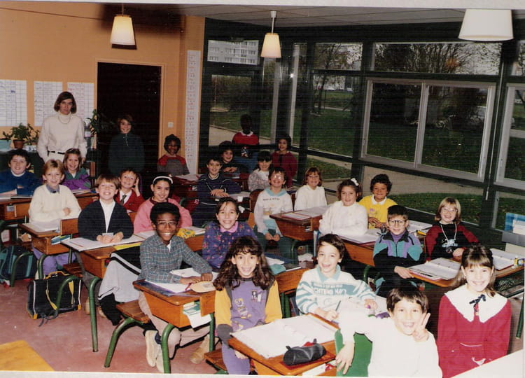 photo de classe cm1 de 1991 ecole paul eluard gisors copains d 39 avant. Black Bedroom Furniture Sets. Home Design Ideas