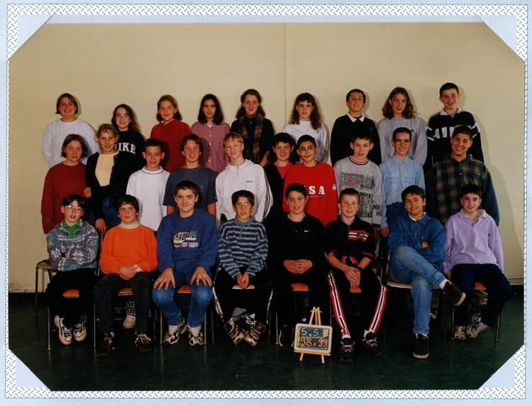 photo de classe 5 me5 de 1998 coll ge l 39 oiseau blanc copains d 39 avant. Black Bedroom Furniture Sets. Home Design Ideas