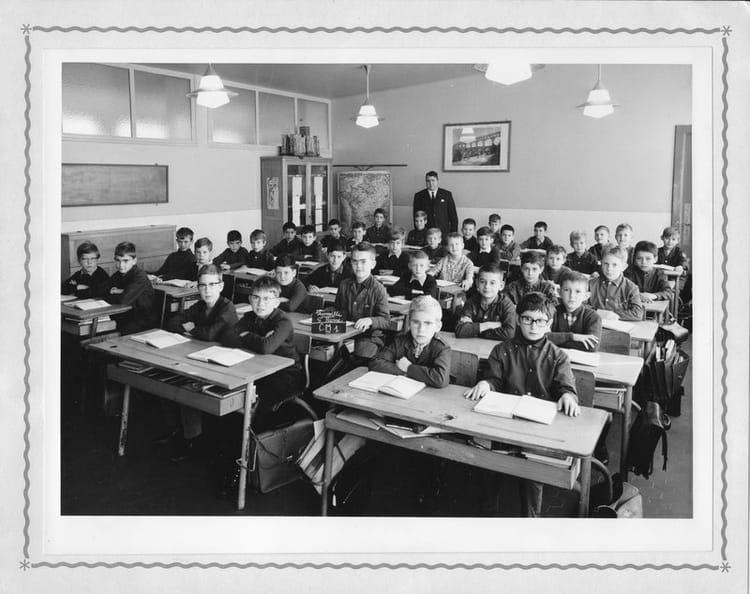 Photo de classe cm1 de 1968 ecole saint pierre for Mr piscine thionville