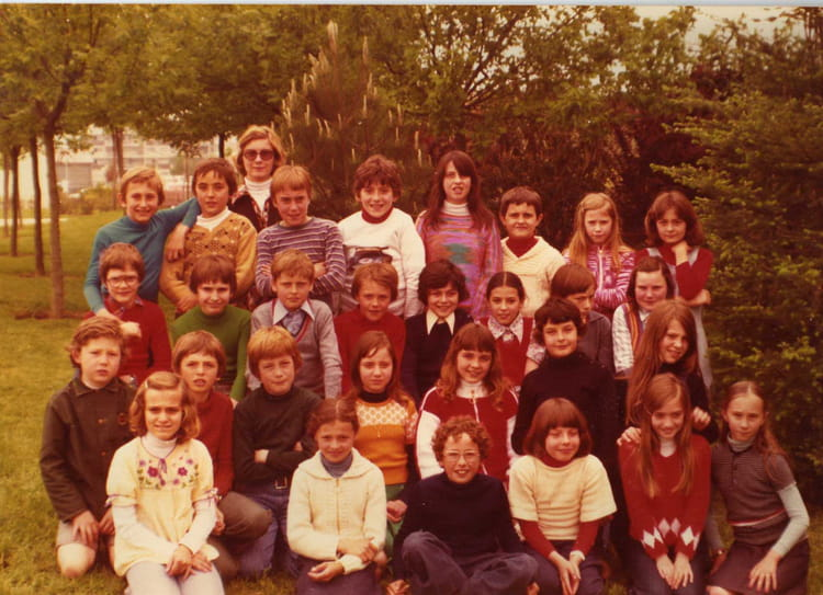 photo de classe cm2 de 1976 ecole fenez le mee sur seine copains d 39 avant. Black Bedroom Furniture Sets. Home Design Ideas