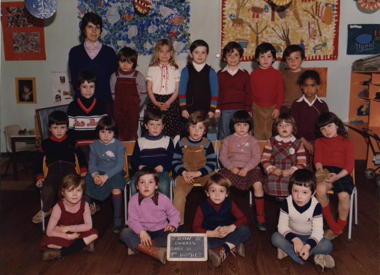 photo de classe classe de mme huchet de 1979 ecole claude debussy saint jean de linieres. Black Bedroom Furniture Sets. Home Design Ideas