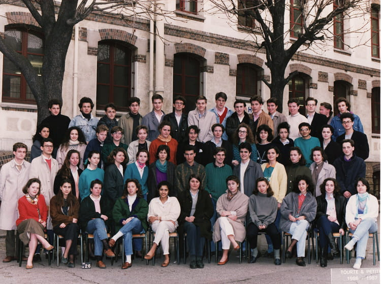 photo de classe prepa hec h4 de 1986 lyc e carnot copains d 39 avant. Black Bedroom Furniture Sets. Home Design Ideas