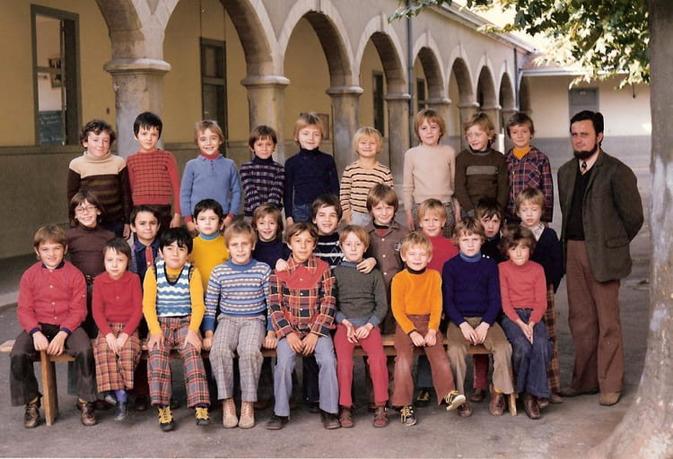 photo de classe ce1 de 1975 ecole thevenon la tour du pin copains d 39 avant. Black Bedroom Furniture Sets. Home Design Ideas