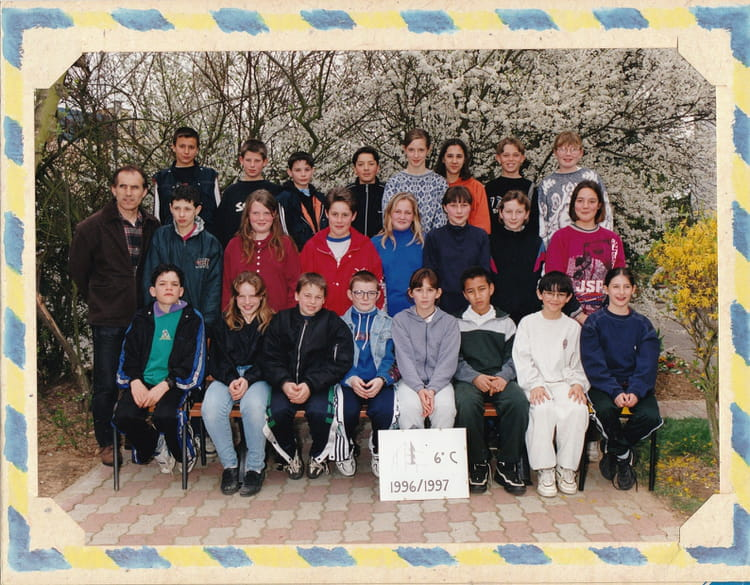 Photo de classe 1996 coll ge jean moulin de nogent le for Pronote college jean moulin salon