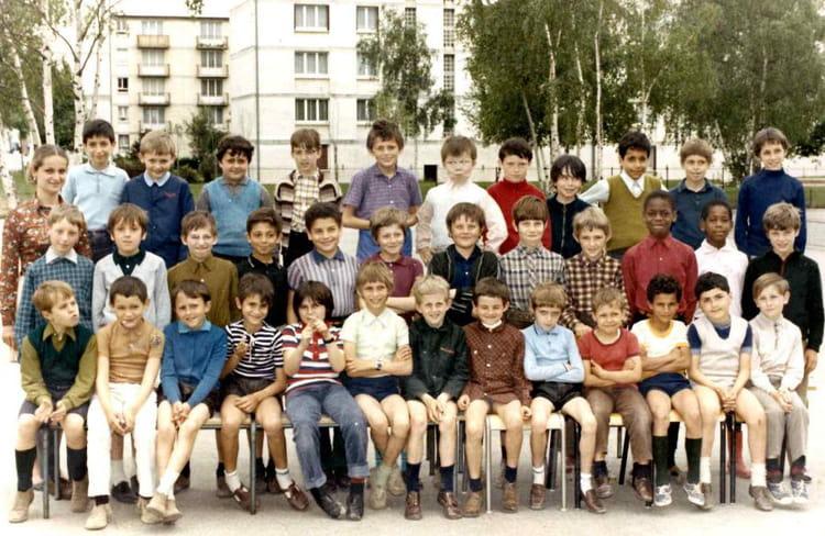 Photo de classe CE2 de 1970, Ecole Jean Mace (Sainte Genevieve Des Bois) Copains d'avant # Auto Ecole Sainte Genevieve Des Bois