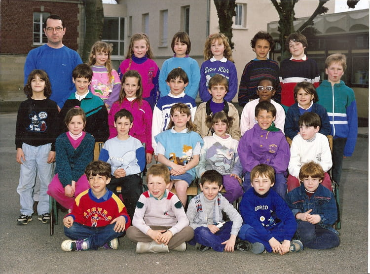 photo de classe ce2cm1 de 1990 ecole claude debussy neuilly en thelle copains d 39 avant. Black Bedroom Furniture Sets. Home Design Ideas