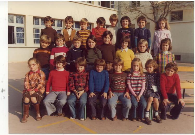 photo de classe ce 1 de 1976 ecole la salis la ciotat copains d 39 avant. Black Bedroom Furniture Sets. Home Design Ideas