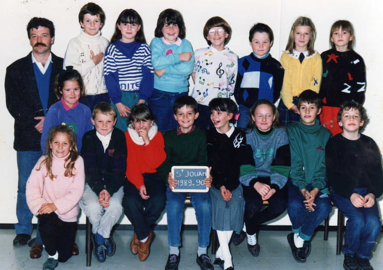 photo de classe cm1 de 1989 ecole robert lossois saint jouan des guerets copains d 39 avant. Black Bedroom Furniture Sets. Home Design Ideas