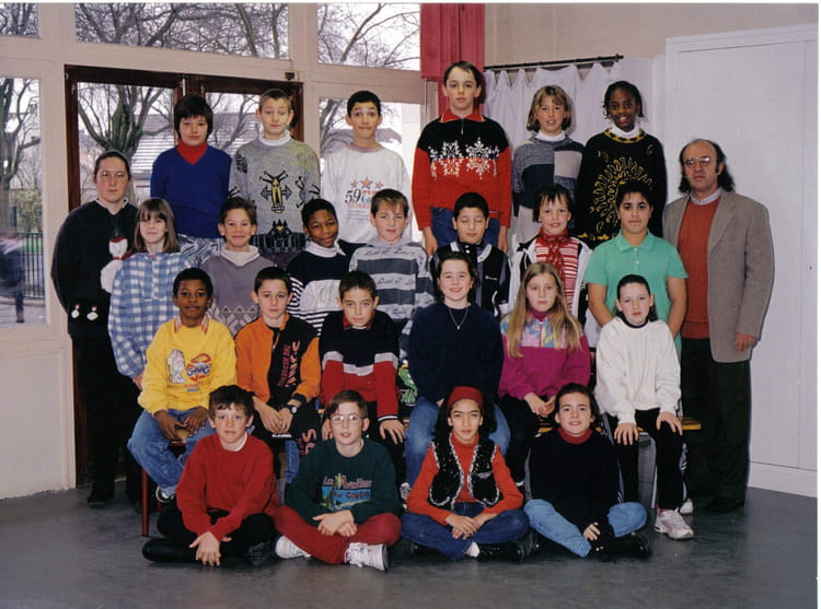 photo de classe cm2 de 1997 ecole beauregard melun copains d 39 avant. Black Bedroom Furniture Sets. Home Design Ideas