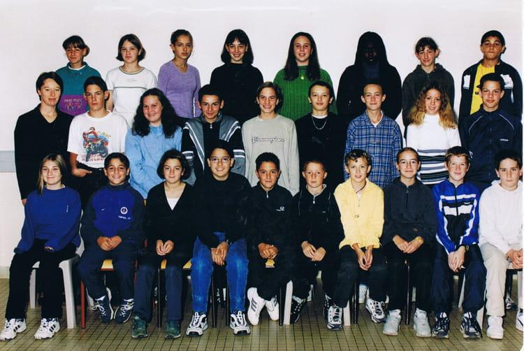 Photo de classe 5ème D de 2000, Collège Jean-claude Dauphin