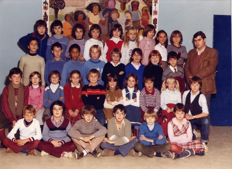 photo de classe cm1 de 1982 ecole le moulin fleuri brie comte robert copains d 39 avant. Black Bedroom Furniture Sets. Home Design Ideas