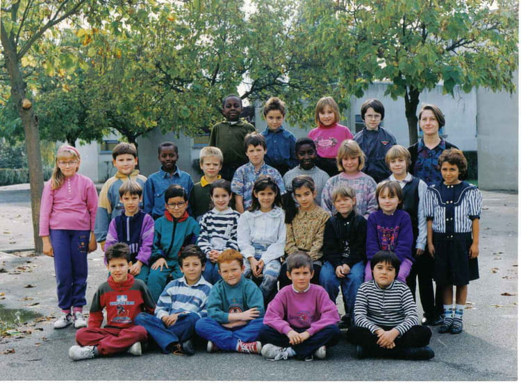 photo de classe ce2 de 1993 ecole albert camus le mee sur seine copains d 39 avant. Black Bedroom Furniture Sets. Home Design Ideas