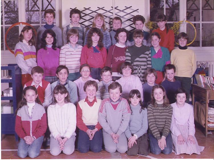 photo de classe classe de 6 me de 1981 ecole sainte colombe brie comte robert copains d 39 avant. Black Bedroom Furniture Sets. Home Design Ideas