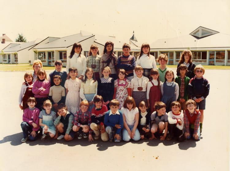 Photo de classe ce2 de 1980 ecole maurice genevoix - Piscine de chateauneuf sur loire ...