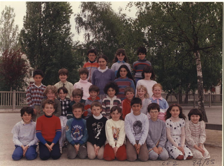 photo de classe ce2 de 1984 ecole jean mace sainte genevieve des bois copains d 39 avant. Black Bedroom Furniture Sets. Home Design Ideas