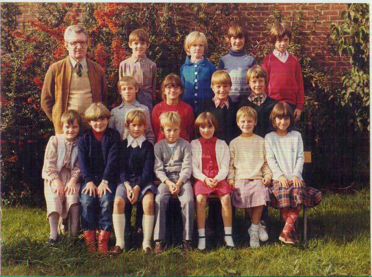 photo de classe ce2 82 83 de 1982 ecole long jardin saint martin au laert copains d 39 avant. Black Bedroom Furniture Sets. Home Design Ideas