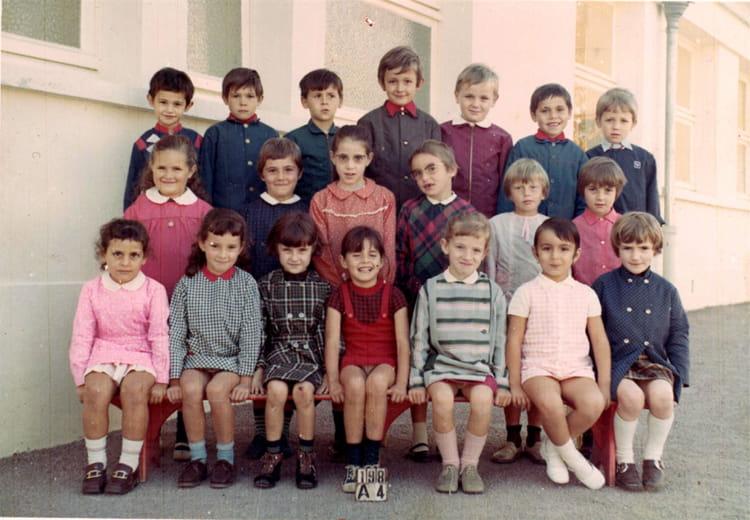 photo de classe cp de 1970 ecole groupe scolaire jean mace gueret copains d 39 avant. Black Bedroom Furniture Sets. Home Design Ideas