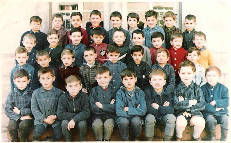 photo de classe classe maternel thiviers de 1967  ecole maternelle
