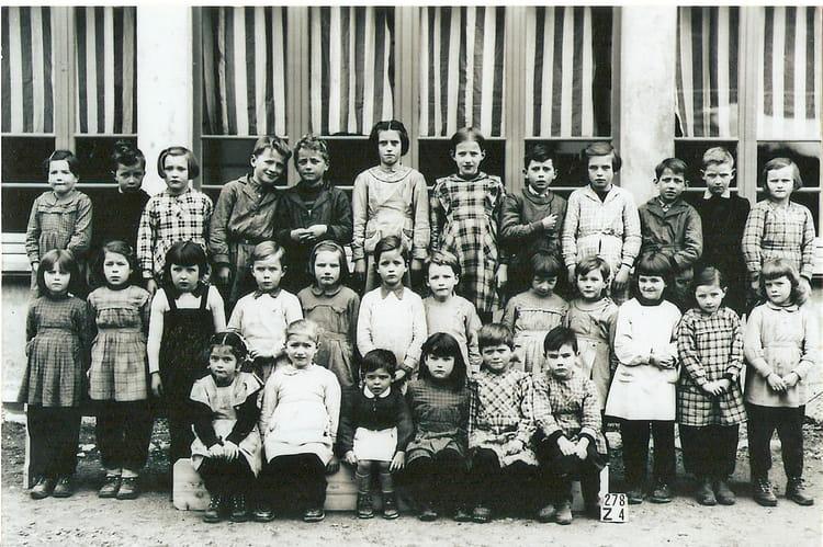photo de classe primaire 1960 de 1960 ecole primaire chezery forens copains d 39 avant. Black Bedroom Furniture Sets. Home Design Ideas