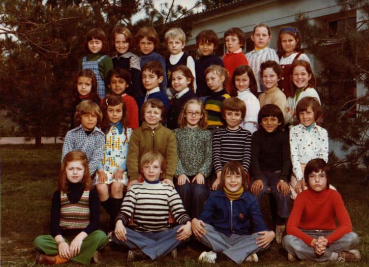 Photo de classe CE2 de 1975, Ecole Hippolyte Cocheris (Sainte Genevieve Des Bois) Copains d'avant # Auto Ecole Sainte Genevieve Des Bois