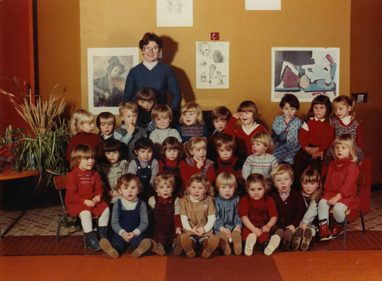 photo de classe maternelle petite section 1 re ann e de 1982 ecole debussy copains d 39 avant. Black Bedroom Furniture Sets. Home Design Ideas