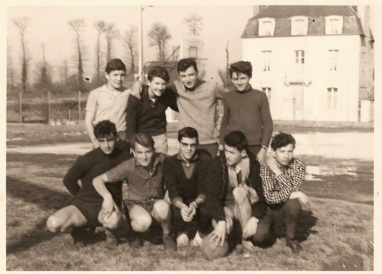 photo de classe equipe de football lyc e dinan de 1964 la. Black Bedroom Furniture Sets. Home Design Ideas