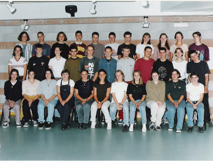 photo de classe 1es1 de 1997 lyc e las cases copains d 39 avant. Black Bedroom Furniture Sets. Home Design Ideas