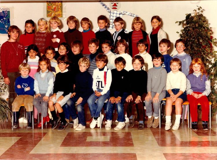 photo de classe ce2 de 1982 ecole les myrtilles mennecy copains d 39 avant. Black Bedroom Furniture Sets. Home Design Ideas