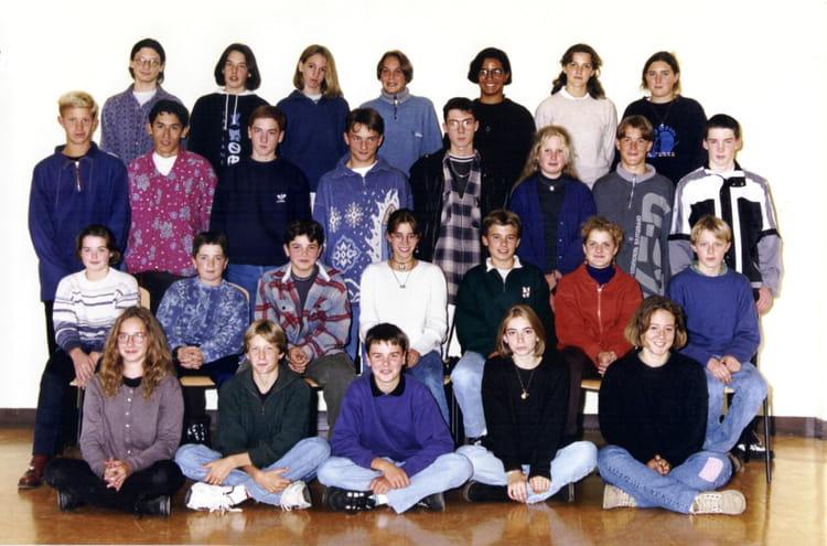 photo de classe 3e1 de 1997 coll ge l 39 oiseau blanc copains d 39 avant. Black Bedroom Furniture Sets. Home Design Ideas
