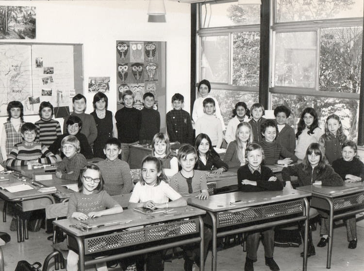 photo de classe cm2 1972 1973 de 1973 ecole marcel cachin sainte genevieve des bois. Black Bedroom Furniture Sets. Home Design Ideas