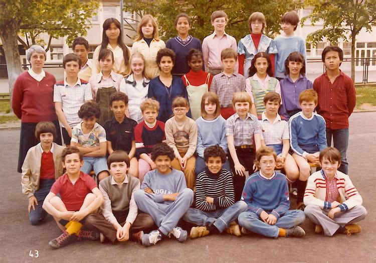 Photo de classe cm2 jean jaures 80 81 de 1981 ecole jean for Piscine chapelle saint luc
