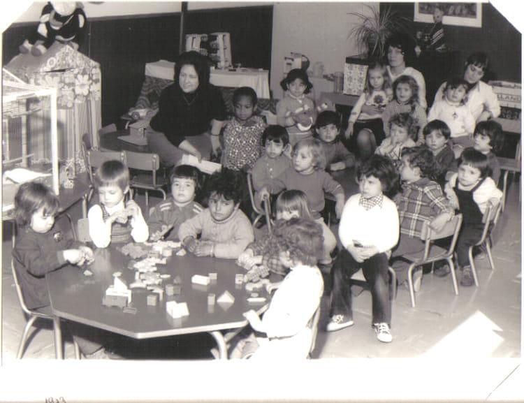 photo de classe maternelle de 1973 ecole maurice rousseau copains d 39 avant. Black Bedroom Furniture Sets. Home Design Ideas