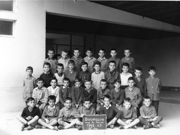 photo de classe classe 9 de 1962 ecole edouard herriot bourgoin jallieu copains d 39 avant. Black Bedroom Furniture Sets. Home Design Ideas